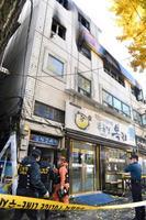火災が起きたソウル中心部のビル=9日(共同)