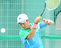 福井国体で「結果を出す」と意気込むソフトテニス成年男子の中本圭哉=福井県福井市わかばテニスコート