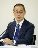 原子力規制委員会の定例会合で発言する更田豊志委員長=27日午前、東京都港区