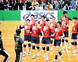 初優勝を決め、歓喜する男子福井選抜の選手たち=28日、大阪市中央体育館