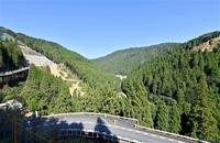 国内最大の流水型に 現場公開 付け替え道 姿現す 足羽川ダム来月着工 ワードファイル 足羽川ダム