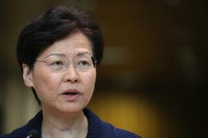20日、記者会見する香港政府トップの林鄭月娥行政長官(ロイター=共同)