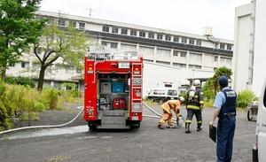 体育教官室の一部を焼いた昭英高校の現場付近=7月11日、福井県敦賀市長谷