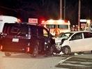 急カーブ坂道で車衝突、6人重軽傷