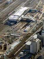 建設中のJR山手線新駅「高輪ゲートウェイ」=14日午後、東京都港区(共同通信社ヘリから)