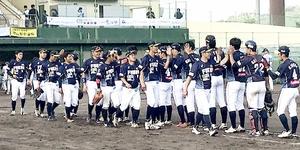 滋賀―福井 7試合ぶりに白星を飾り、喜ぶ福井ナイン=6月2日、滋賀県の甲賀市民スタジアム