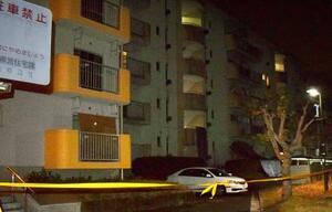 男児の遺体が見つかった集合住宅=26日午後10時23分、福岡県飯塚市