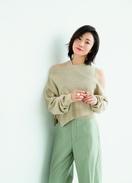 菅野美穂、新作ニットまとい女っぽさ&大人の色香で…