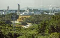 再処理施設に浮かぶ疑問 戦争に出撃した米軍拠点 石川文洋80歳・列島縦断あるき旅(10)
