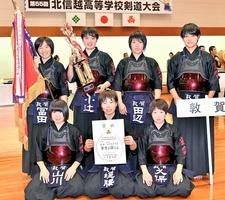 剣道女子団体で優勝した敦賀=福井県立武道館