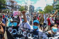 ミャンマー、生徒や教員登校拒否