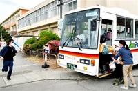 川崎殺傷事件 悲劇繰り返させない バス待つ児童 命守れ 坂井・大関小 教員ら対応訓練