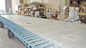 フライアッシュを混ぜたコンクリートの床版=23日、福井県敦賀市若葉町の日本ピーエス