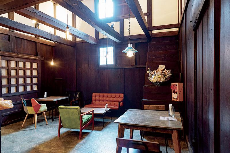 熊川宿の蔵カフェで心にゆとり。