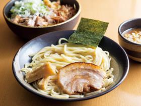 モチモチの自家製極太麺にトロッと 濃厚な魚介系のつけ汁
