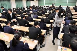 2019年1月のセンター試験の模様=福井県福井市の福井大学文京キャンパス