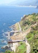 国道に海の上通る「コの字形」仮橋