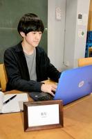 株式会社を設立し、SNSを活用した事業を始めた小原涼さん=16日、福井市中央1丁目