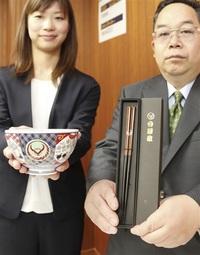 吉野家ギフトに若狭塗箸が採用 小浜の製造業者・内藤 牛丼具、丼とセットで