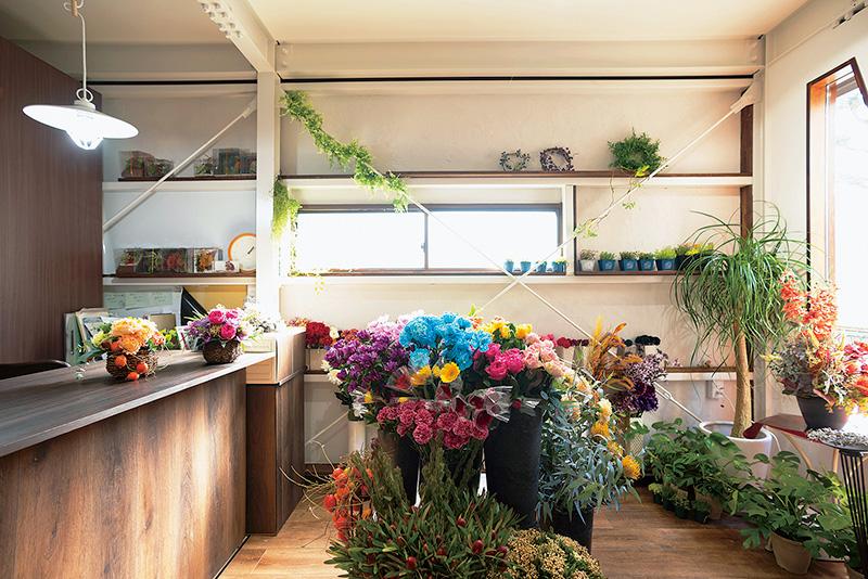 ガレージを改装した小さなお花屋さん。