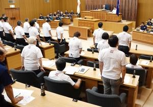 福井県議会本会議で行われた福井市の中核市移行に必要な同意議案の採決。賛成多数で可決された=9月14日、県議会議事堂