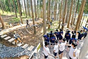 ジャングルジムのような「アドベンチャーパーク」=福井県池田町志津原のツリーピクニックアドベンチャーいけだ