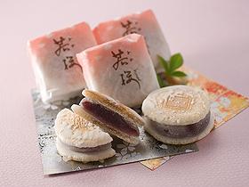 オリジナル「若桜」は上品な甘さと羽二重餅のハーモニーが魅力