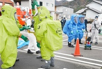 液体でテロ想定し対応 消防と警察 永平寺町で訓練