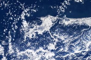 大雪の福井を宇宙から撮影、真っ白