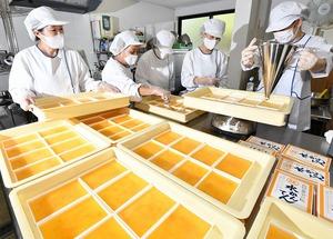 柑橘系の上品な甘さで爽やかな仕上がりの新商品「水かんてん」=8月24日、福井県福井市照手3丁目の「えがわ」