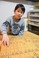 関西奨励会に合格した問悠亜君=福井県永平寺町の自宅
