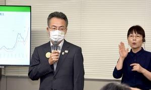 緊急事態宣言の延長について説明する杉本達治福井県知事=8月20日、福井県庁