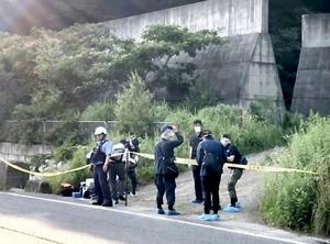 男女2人の死体が見つかった現場=7月13日午後5時25分ごろ、福井県大野市長野