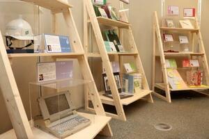 「人と防災未来センター」で開催されている阪神大震災の企画展=神戸市