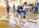 紙芝居やかるたで児童思いやり学ぶ 大野で人権啓発…