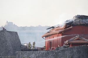 消火活動が続く首里城の北殿=10月31日午前7時12分、沖縄県那覇市