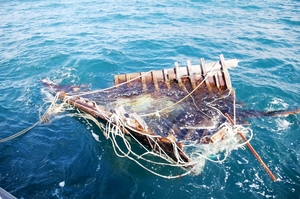 漂流していた木造船の船首部分=1月13日、福井県の若狭湾(小浜海上保安署提供)