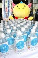 選手、監督らに無償提供される「ふくいおもてな水」=7月12日、福井県福井市順化1丁目の福井パレスホテル