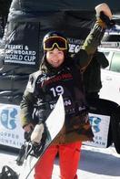 スノボ、15歳岩渕麗楽が初優勝