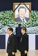 韓国でロッテ創業者の告別式