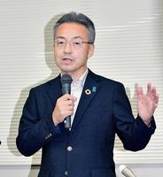 新型コロナウイルスの福井県対策本部会議終了後、記者の質問に応じる杉本達治知事=8月26日午後2時55分ごろ、県庁