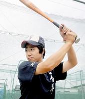 全日本女子野球連盟のU18強化選手に選ばれた難波真結=福井県福井市の金井学園角折グラウンド練習場