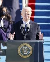 就任式で演説するバイデン米新大統領=1月20日、ワシントンの連邦議会議事堂(ゲッティ=共同)