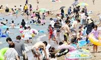 猛暑海の日、熱中症疑い18人搬送