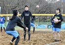 トップレベル技伝授 ビーチバレー県勢村上選手 …