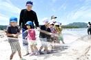 地引き網でお魚取れた 高浜・和田保 園児が体験