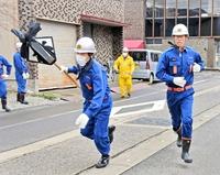 「走りやんこ」消防団員がまとい手に全力疾走 福井県勝山市で2年ぶり開催
