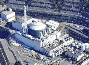 政府の高速炉開発会議で廃炉を前提にしている福井県敦賀市の高速増殖炉「もんじゅ」=2016年11月18日(本社ヘリから撮影)