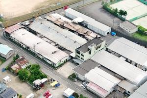 4人の遺体が見つかった工場火災の現場=6月21日、福井県永平寺町松岡石舟(日本空撮・小型無人機ドローンで撮影)