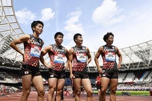 ダイヤモンドリーグ第10戦の男子400メートルリレーで2位に入った日本チーム。左端が多田修平、右端が白石黄良々=7月21日、英国・ロンドン